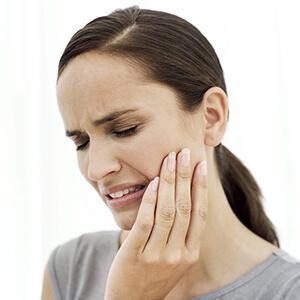 после удаления сильно болит зуб