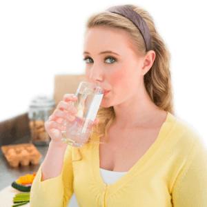 стакан воды утром натощак польза